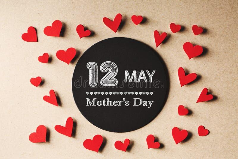 12 maggio messaggio di giorno di madri con i piccoli cuori royalty illustrazione gratis