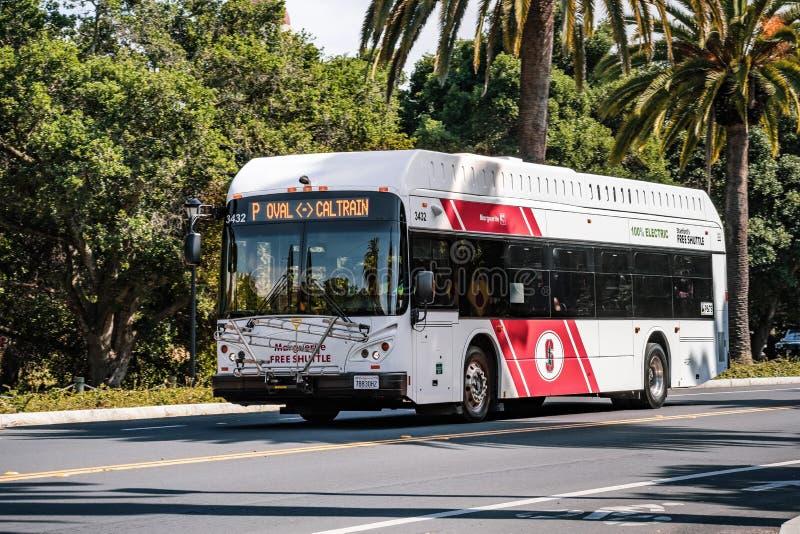 9 maggio 2019 Palo Alto/CA/U.S.A. - navetta libera che prende la gente da Caltrain a Stanford University immagine stock