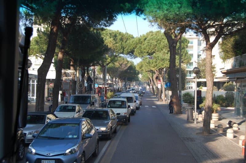 17 maggio 2019 Rimini, Italia dalla finestra di un bus turistico immagine stock