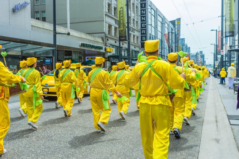 12 maggio 2019 - Vancouver, Canada: Membri di Falun Dafa nella parata su Granville Street a Vancouver sulla festa della Mamma 201 fotografia stock libera da diritti
