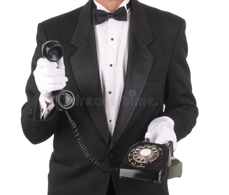 Maggiordomo con il telefono fotografia stock libera da diritti
