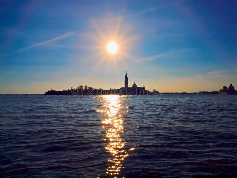 Maggiore de San Giorgio à Venise dans le coucher du soleil image libre de droits