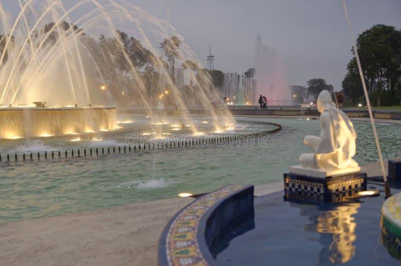 Magi bevattnar går runt Lima Peru royaltyfri fotografi