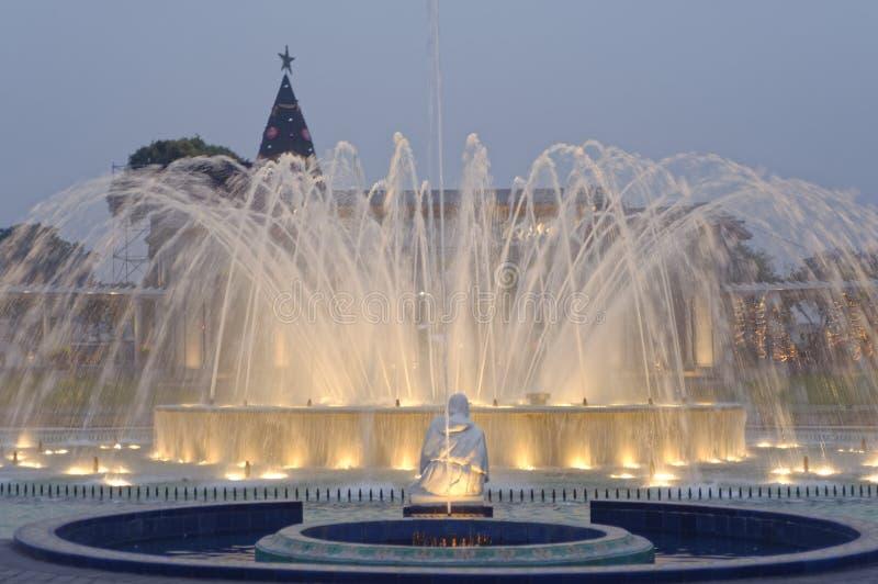 Magi bevattnar går runt Lima Peru royaltyfria foton