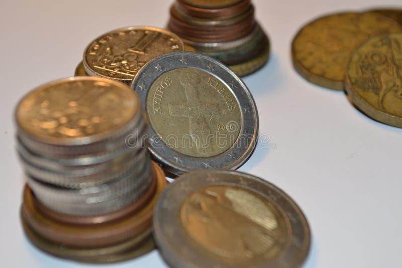 Magia de dígitos Electrónico, escrito unos y el dinero foto de archivo libre de regalías