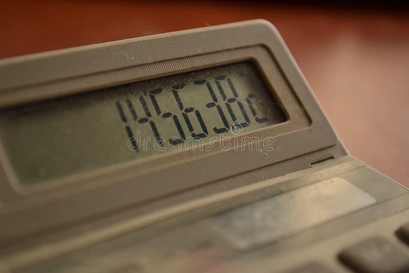 Magia de dígitos Primer de la pantalla de la calculadora foto de archivo libre de regalías
