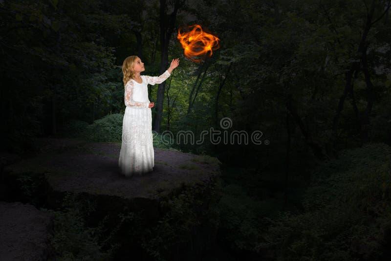 Magia della ragazza, mistica, strega, fascino fotografia stock