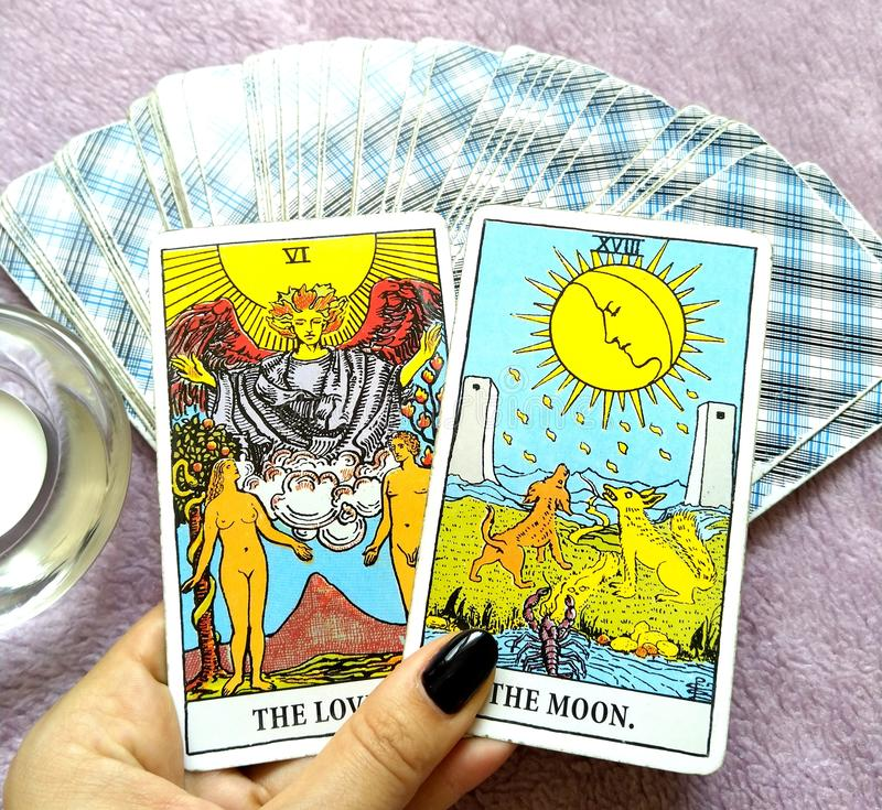 Magia occulta di divinazione delle carte di tarocchi fotografie stock libere da diritti