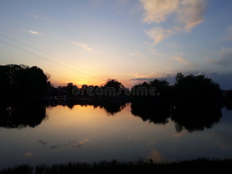 Magia zmierzch na jeziorze obrazy royalty free