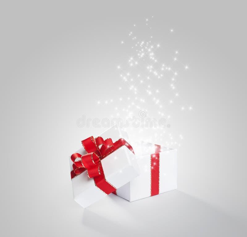 Magical vit gåva arkivbild