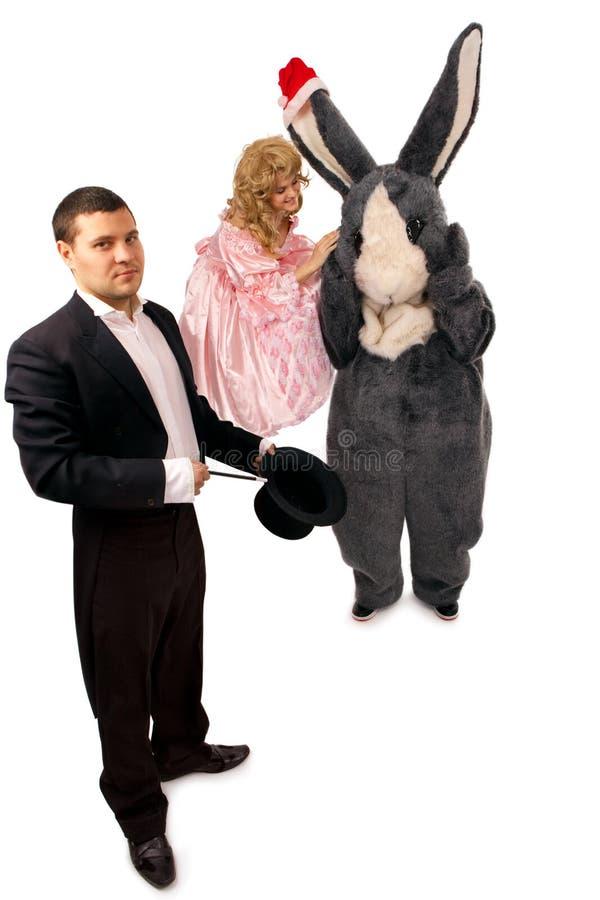 Magicien avec la marionnette et le lapin photo libre de droits