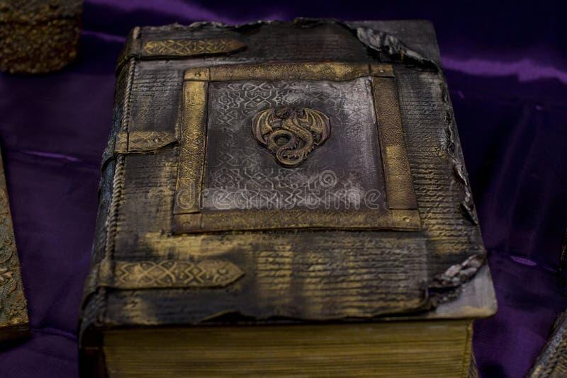 Magiczna i mistyczna książka magia od pentagrama zdjęcia stock