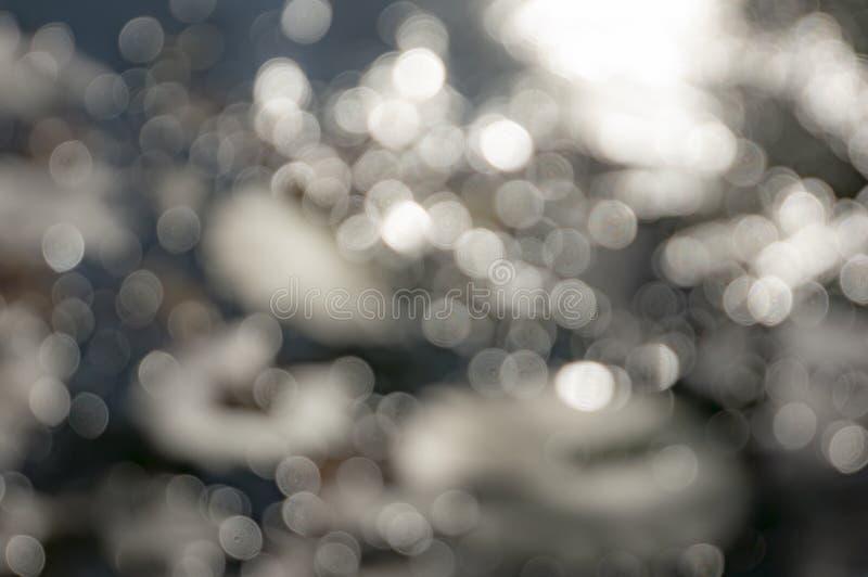 Magiczny bokeh tło Rozmyty kolorowy światło, kolor żółty, brąz, biały w miękkim błękitnym fadingu brzmieniu fotografia stock