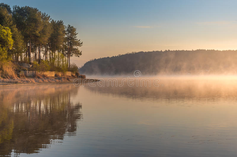 Magiczny wschód słońca nad jeziorem zdjęcie stock