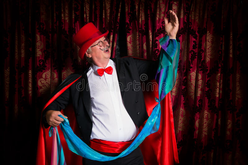 Magier mit Taschentuchtrick stockfotos