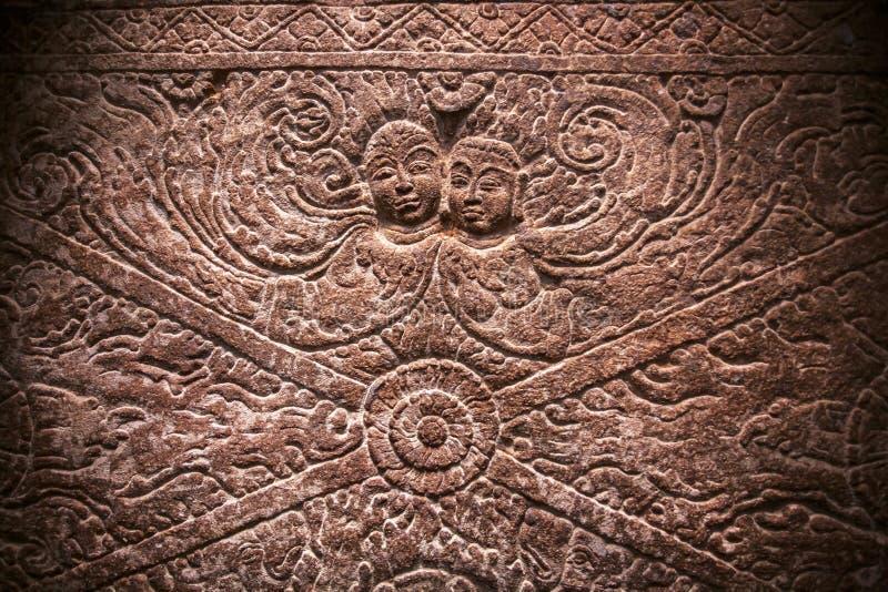 Magii dwa duch na rzeźbiącej ściennej uldze wśrodku 6th wiek świątyni w Aihole, India grafika antyczny hindus obraz stock