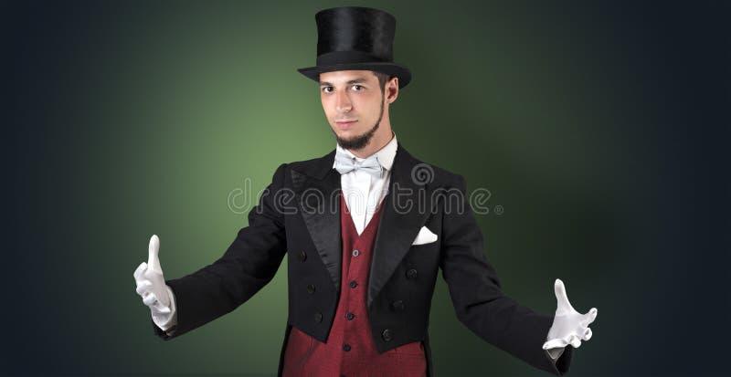 Magik trzyma coś niewidzialny zdjęcia royalty free