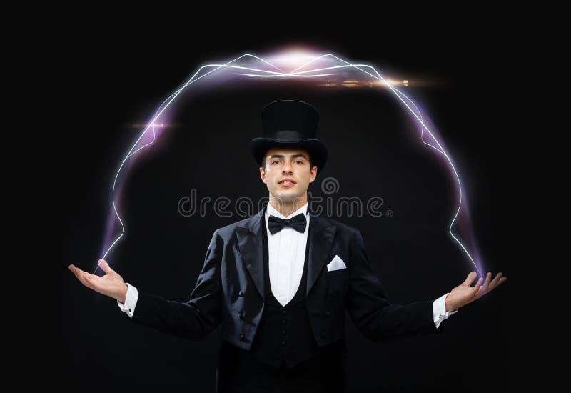 Magik w odgórnego kapeluszu seansu sztuczce zdjęcia stock