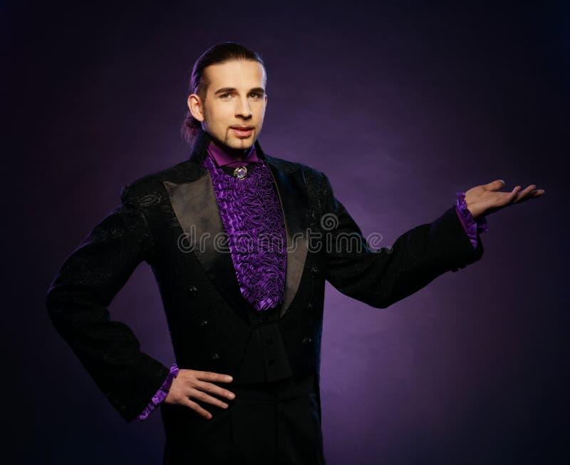 Magik w scena kostiumu zdjęcia royalty free