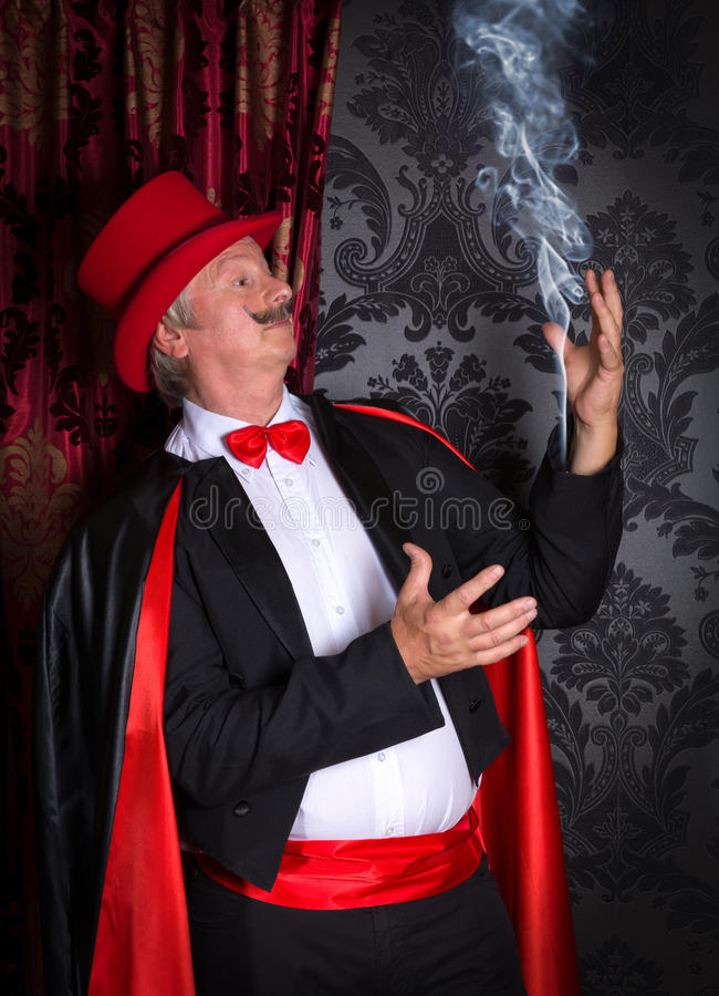 Magik z dymem w jego rękawie zdjęcie royalty free