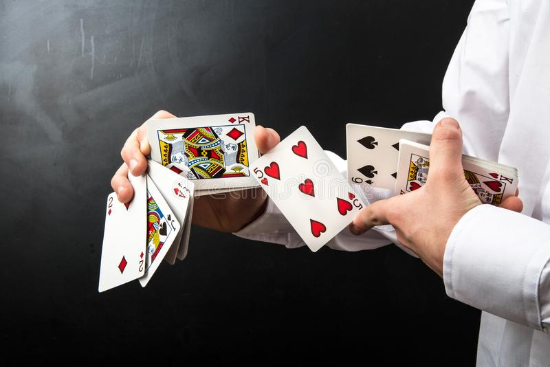 Magik z karta do gry obrazy stock