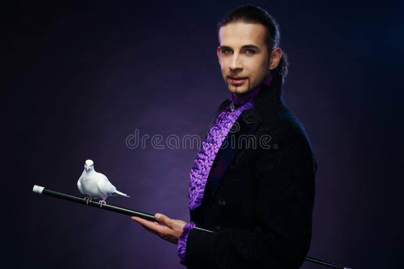 Magika mężczyzna w scena kostiumu fotografia stock