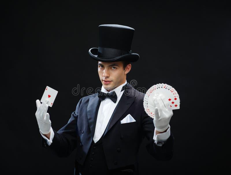 Magika seansu sztuczka z karta do gry zdjęcie stock