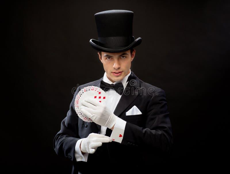 Magika seansu sztuczka z karta do gry obrazy royalty free