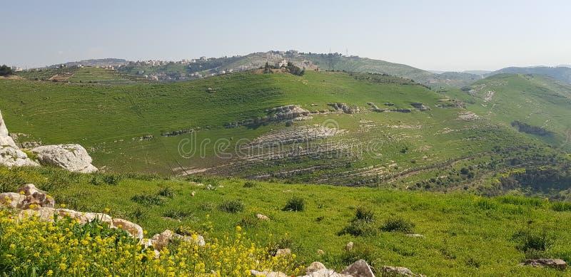 Magin av naturen omfamnar de älska bergen arkivbild