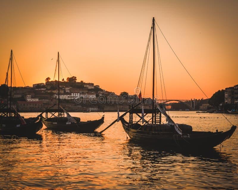 Maginificientmening van Porto riverbank in avond royalty-vrije stock afbeelding