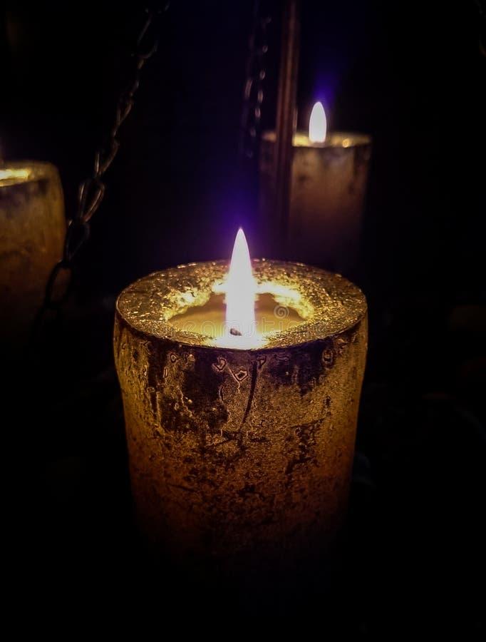 Magisch kaarslicht op kettingen royalty-vrije stock afbeelding