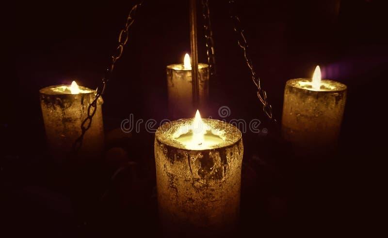 Magisch kaarslicht op kettingen royalty-vrije stock fotografie
