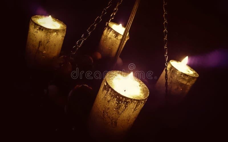 Magisch kaarslicht op kettingen stock afbeelding