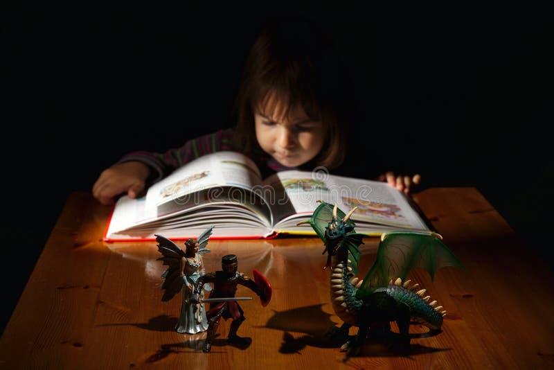 Magisch van boeken: in het land van fantasie royalty-vrije stock afbeeldingen