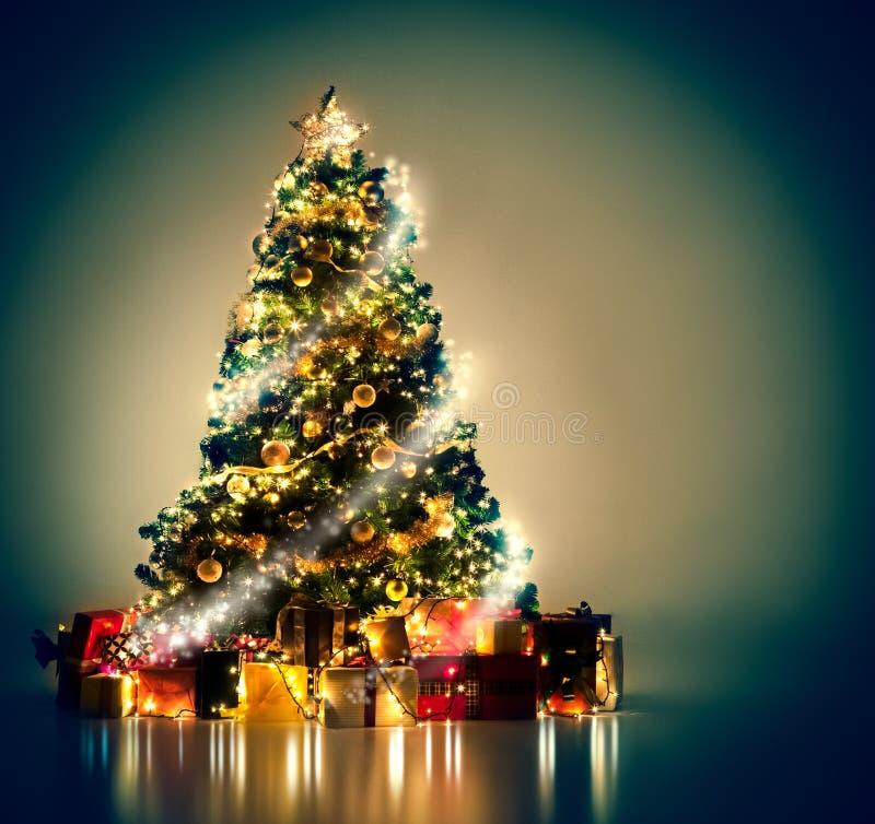 Magische Kerstboom stock afbeeldingen