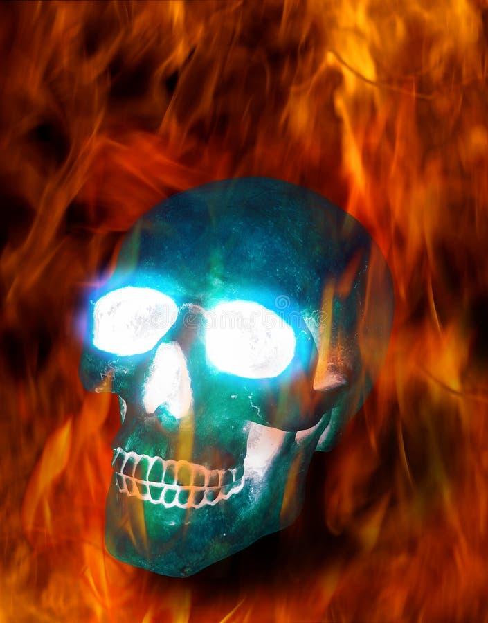 Magische schedel in brand stock afbeeldingen
