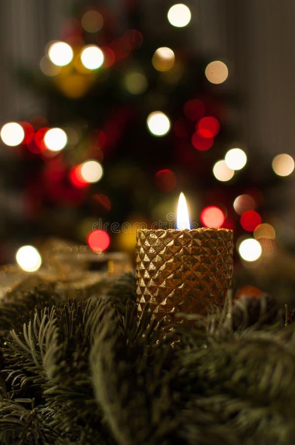 Magische Weihnachtskerze lizenzfreie stockfotos