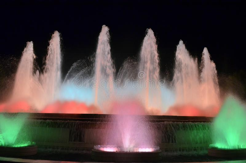 Magische zingende fonteinen op Montjuic berg, Barcelona, Spanje royalty-vrije stock foto's