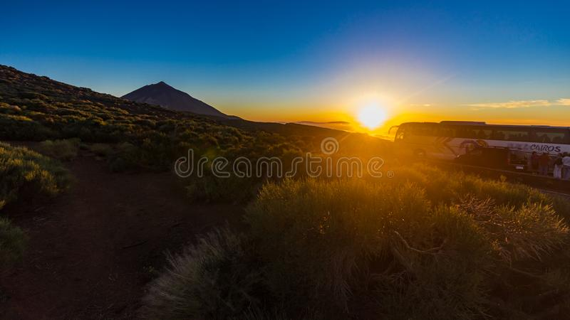 Magische zonsondergang boven de wolken in de bergen van Tenerife in Canarische Eilanden stock fotografie
