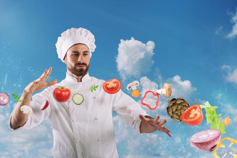 Magischer Chef kochfertig ein neuer Teller stockfotos