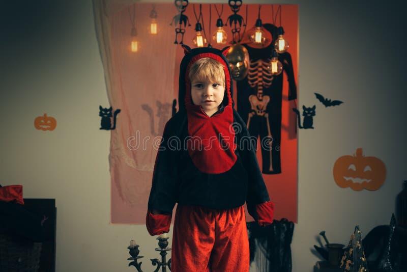 Magischer K?rbis Gl?ckliche Halloween-Zitate f?r gespenstischen Spa? Hintergrund verziert f?r Halloween Horrorhintergrund Magisch stockbilder