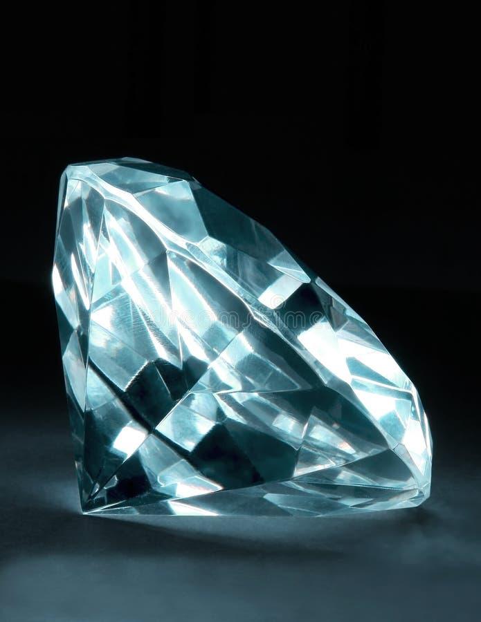 Download Magischer Kristall 6 stockbild. Bild von diamant, kette - 12201063