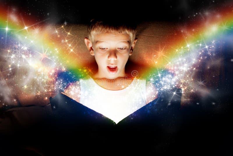 Magisk bok royaltyfria bilder