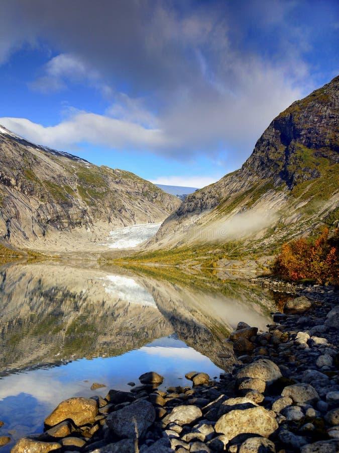 Magisk glaciärdal sjö arkivbilder