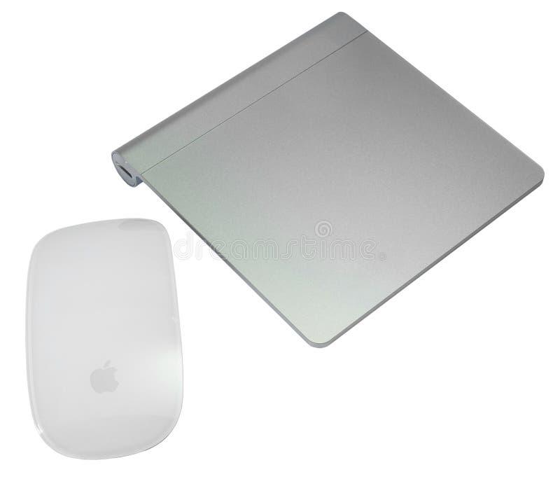 Magisk mus- och magitrackpad som isoleras på vit bakgrund arkivbild