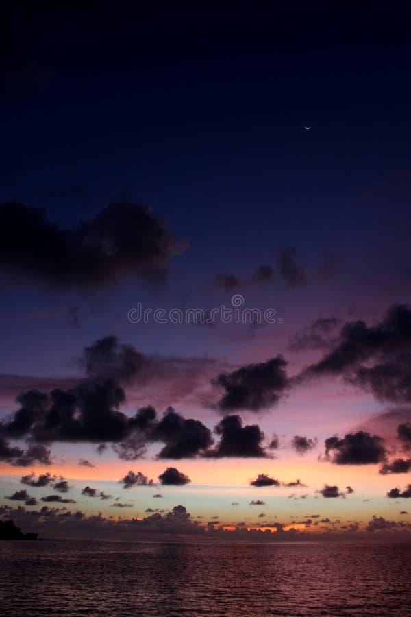 Magisk skymning över havet arkivfoton