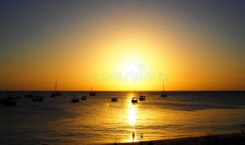 Magisk solnedgång i Zanzibar Tanzania fotografering för bildbyråer