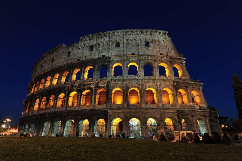 magiska nätter rome för colosseum royaltyfri bild