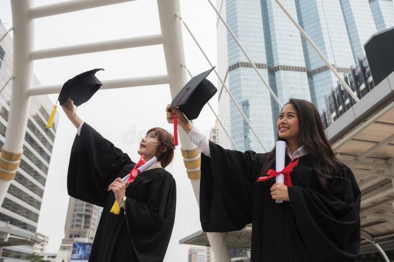 Magisterscy żeńscy ucznie w początku dniu zdjęcie royalty free