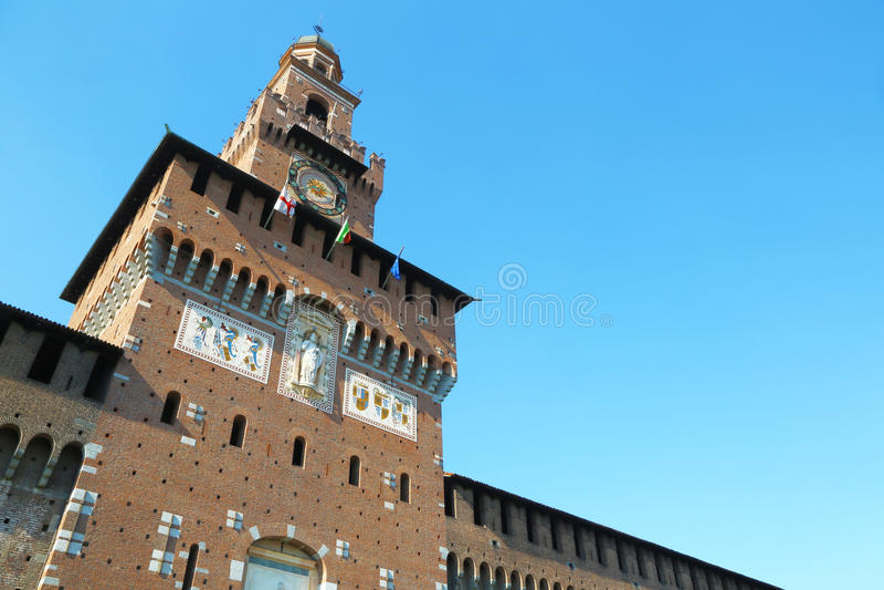 Magistrali wierza Castello Sforzesco w Mediolan, Włochy fotografia stock